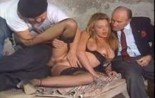 Anal three way sex in Italian vintage porn