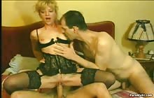 Mature bitch gets her ass screwed by two cocks